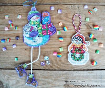новогодние вышитые на пластиковой канве игрушки на елку
