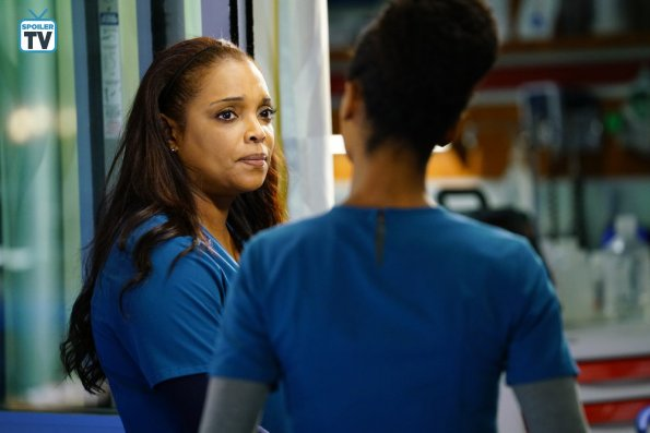 """NUP 185817 0028 595 Spoiler%2BTV%2BTransparent - Chicago Med (S04E14) """"Can't Unring That Bell"""" Episode Preview"""