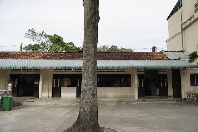 Nơi bán áo quần, phụ kiện phật giáo trong chùa