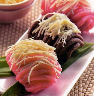http://resepkue2014.blogspot.com/2016/04/cara-membuat-kue-tradisional-getuk.html