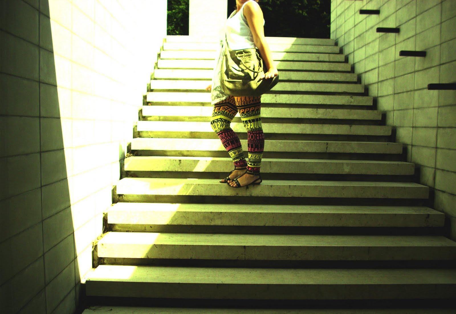 98312ba12 Clutch Tesco, leggings/dress/sandals H&M