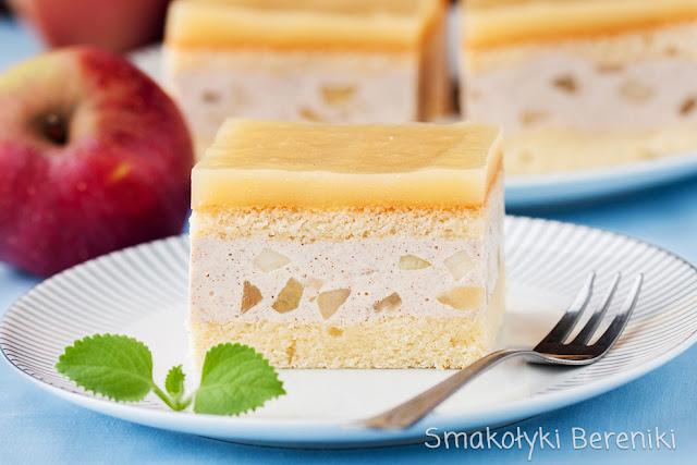 biszkopt z masą cynamonowo-jabłkową