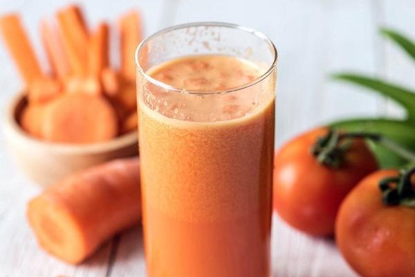 Jus wortel dan tomat bermanfaat untuk mata