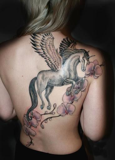 Unicornio alado como peca de volta