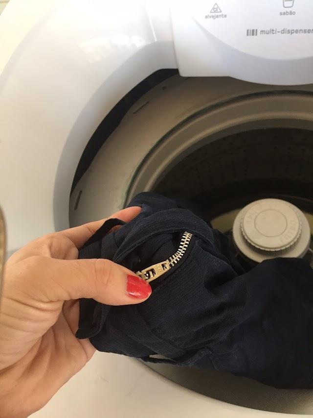 Como colocar roupas de zíper na máquina? Com o zíper fechado ou aberto?