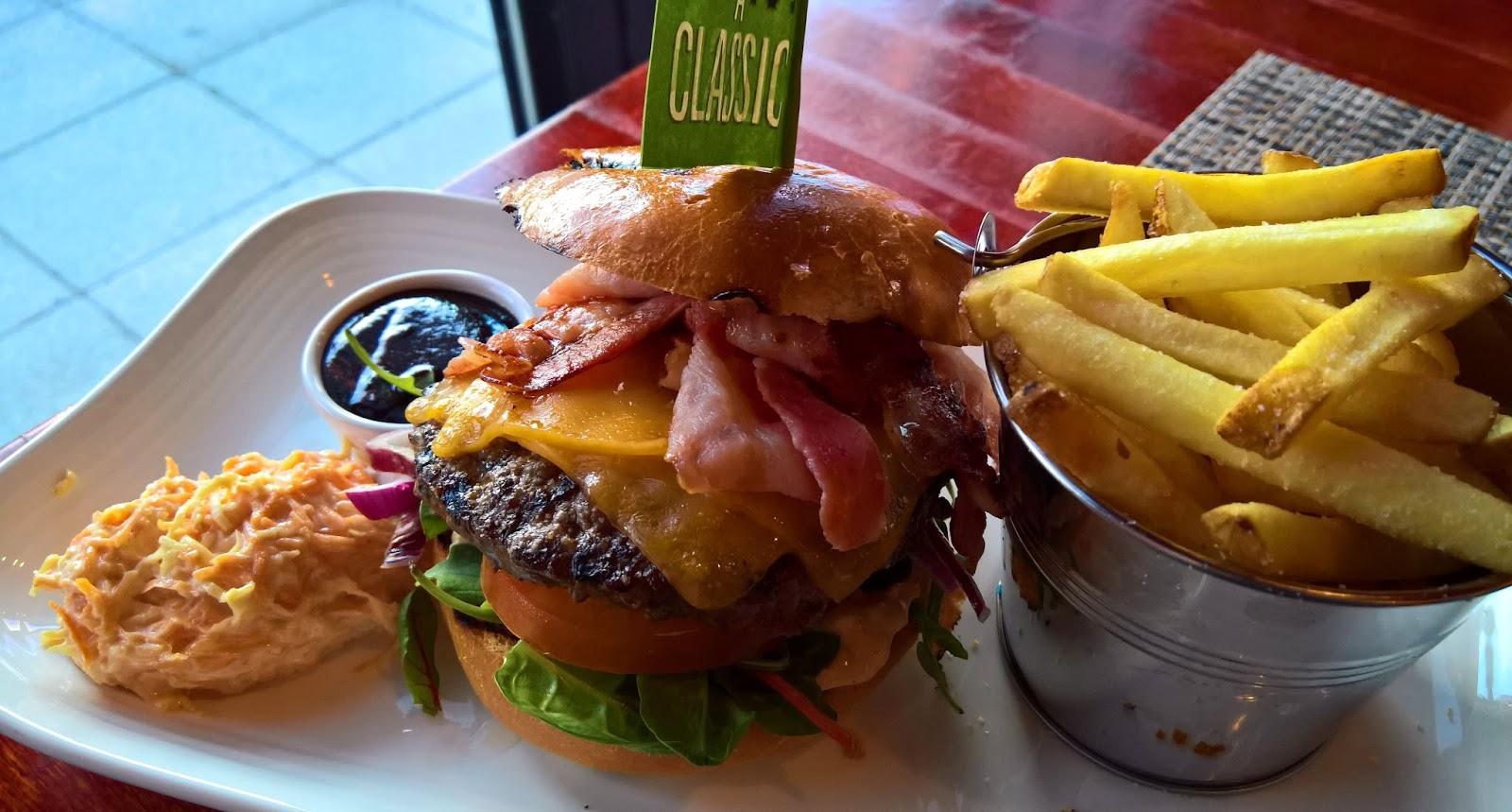Jyväskylä hampurilaistesti hampurilainen burger mallaspulla ruokablogi ravintola colonial