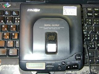 アイワ・STRASSERのポータブルCDプレーヤー DX-P50