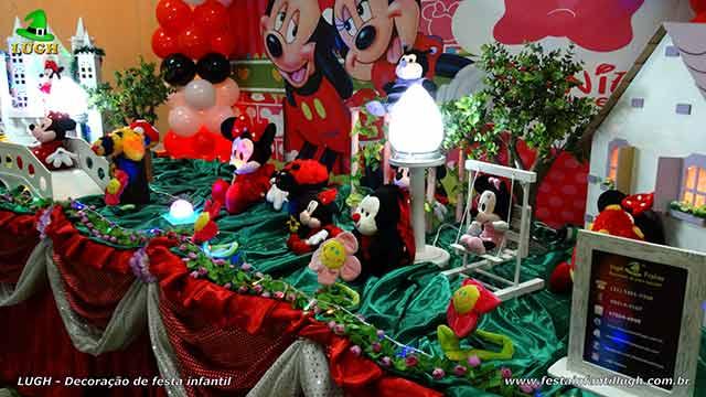 Festa infantil Minnie em mesa tradicional de tecido