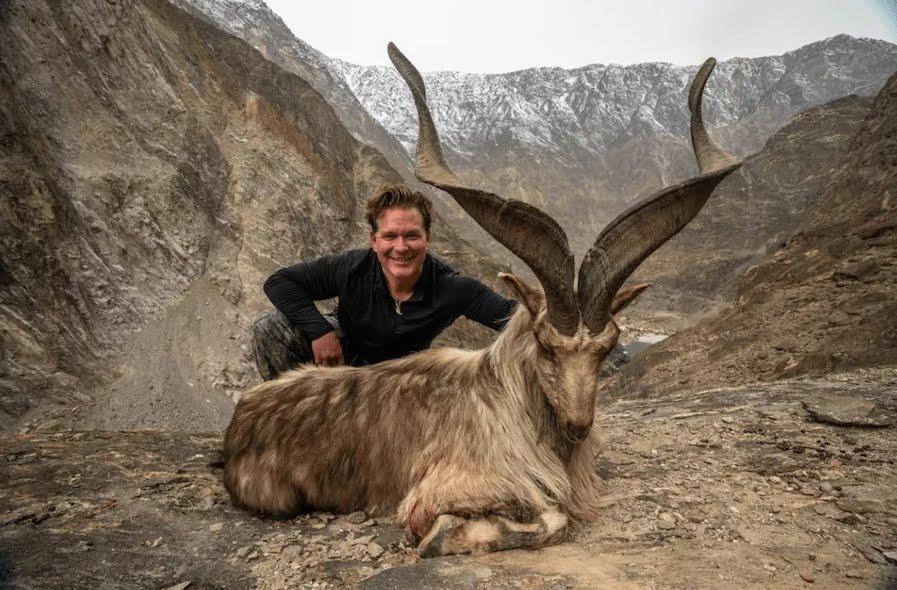 Paga 110 mila dollari per uccidere una capra in via di estinzione (Astor Markhor)