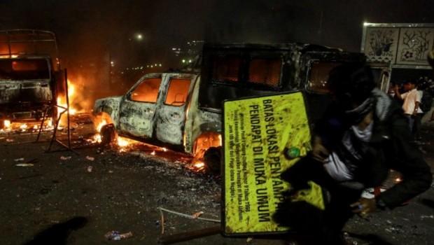 Polri: 21 Mobil Polisi Milik Rakyat Rusak : Berita Terhangat Hari Ini