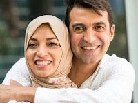 5 Sikap Ini Menandakan Suami Sangat Cinta Istrinya Tanpa Harus Bukti Lewat Omongan