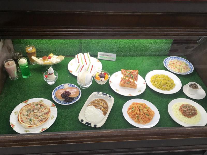 東京メトロ九段下駅下車徒歩10分の日本教育会館(一ツ橋ホール)の1階にある純喫茶つ『喫茶室プシケ』の食品サンプルケース