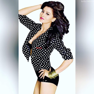 Urvashi Rautela in Metallic Deep Neck Outfit Stunning Bollywood Actress bollycelebs.in Exclusive