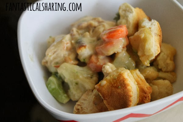 Easy Chicken & Biscuits #recipe #comfortmeal #chicken #maindish