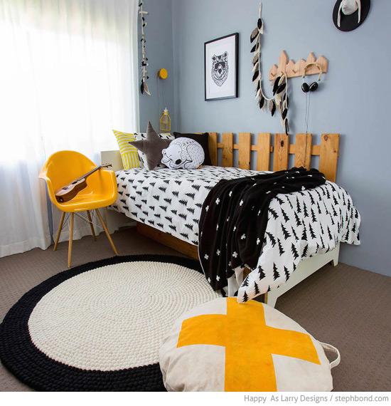 Bondville: Black, white and yellow boy\'s bedroom - 9 years
