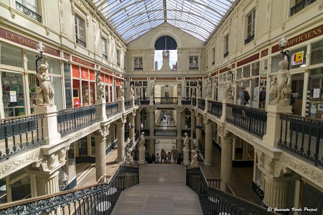 Pasaje Pommeraye, escalera - Nantes, Francia por El Guisante Verde Project
