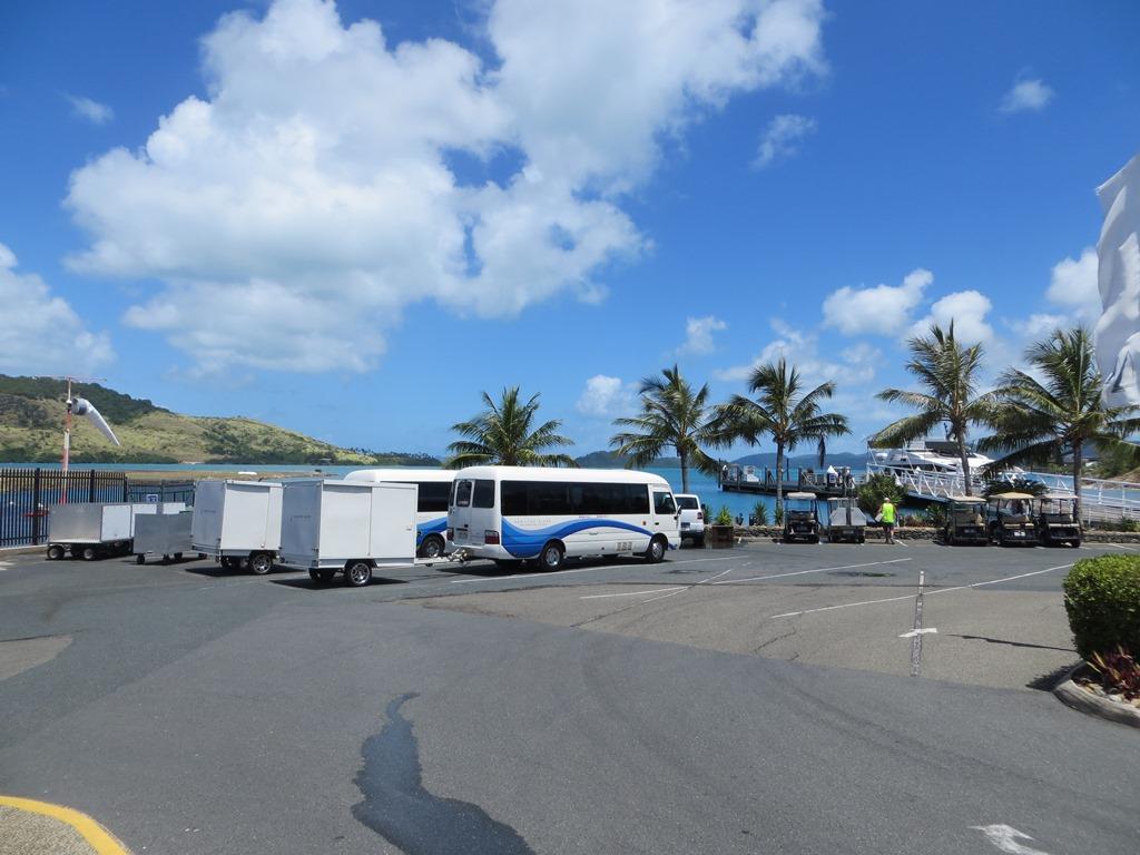 Airlie Beach Hotel Airport Transfer