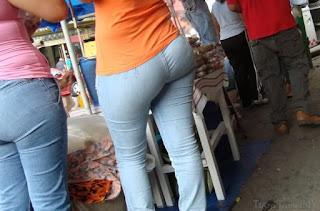 chava nalgoas redondas jeans ajustados