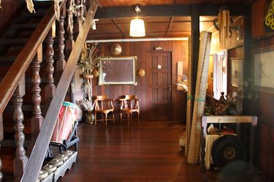 Ruang tamu di Lamin Dana