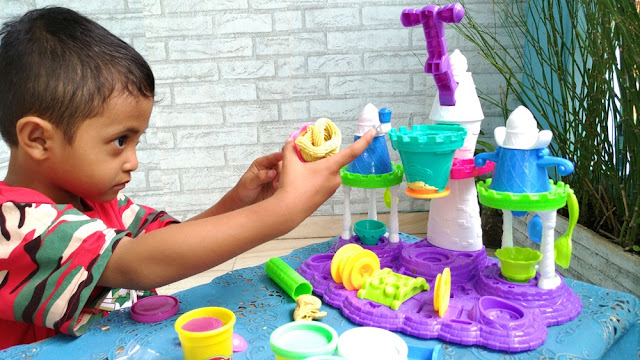 Review Mainan Playdoh Ice Cream Castle