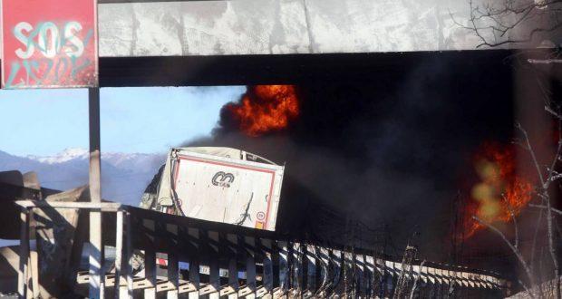 إيطاليا: 6 قتلى في اصطدام سيارة بشاحنة صهريج