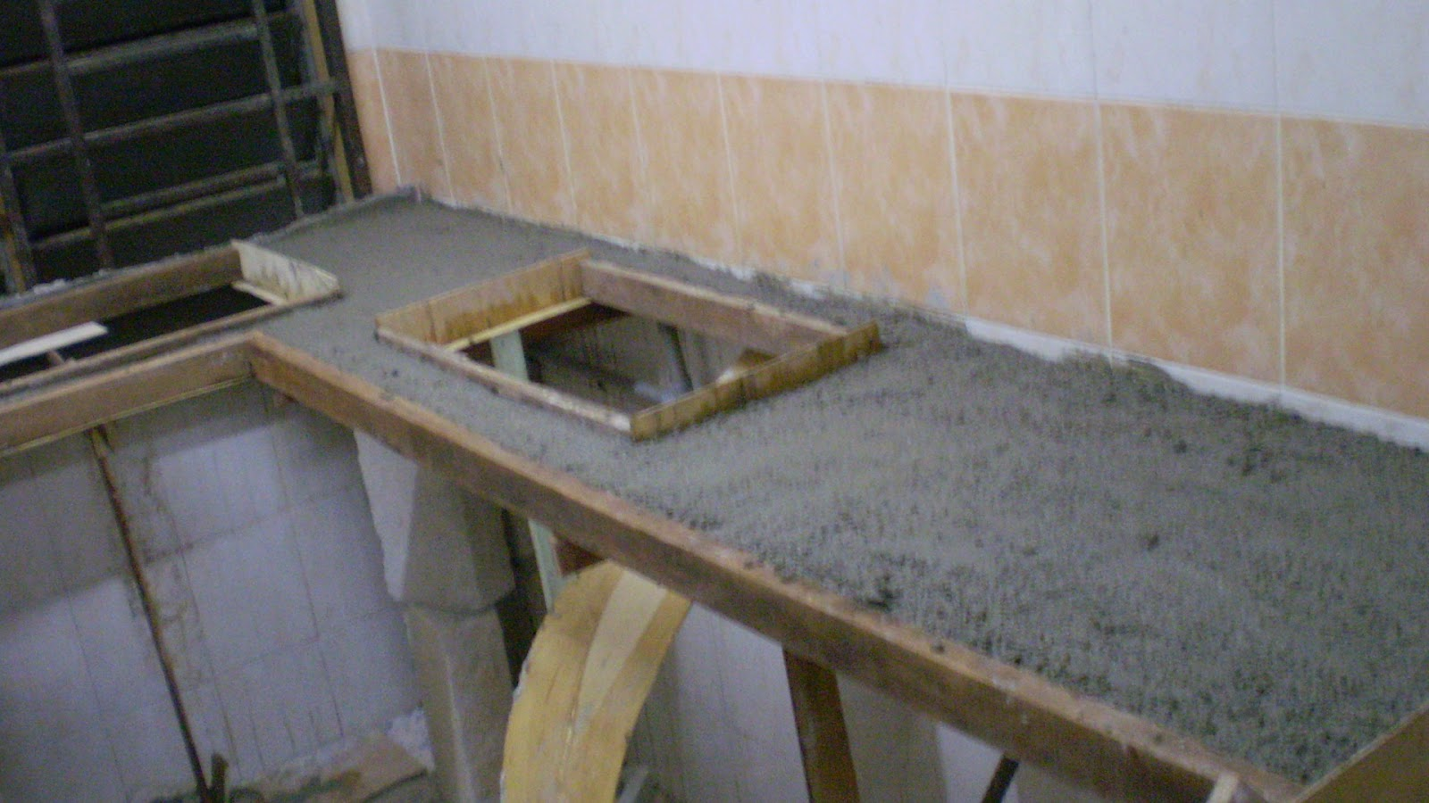 esazainal: Concrete kitchen table top (DIY).