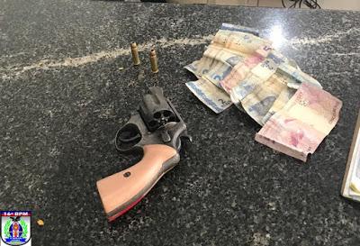 PMs da Força Tática, de folga, realizam prisão de jovem suspeito de praticar assalto em Chapadinha.