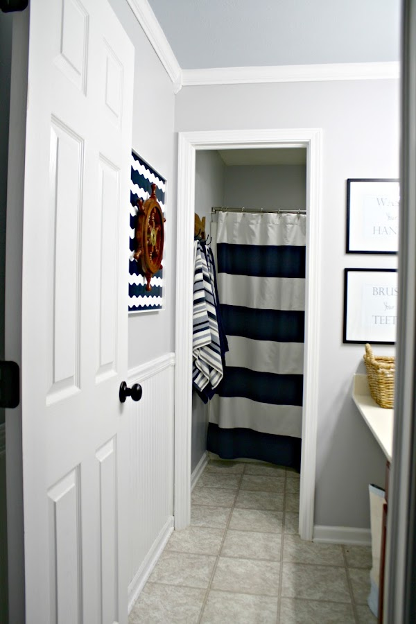 Fresh and classic bathroom makeover