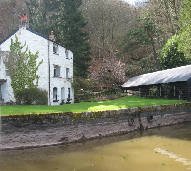 a-walk-in-the-mountains-brecon-and-monmouthshire-canal