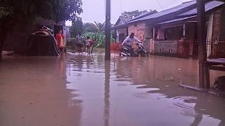 Sungai Kelekar Meluap,warga sekitar bantaran Sungai Kebanjiran