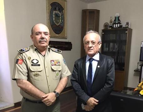 http://www.blogdofelipeandrade.com.br/2016/11/comandante-da-pm-e-deputado-debatem.html