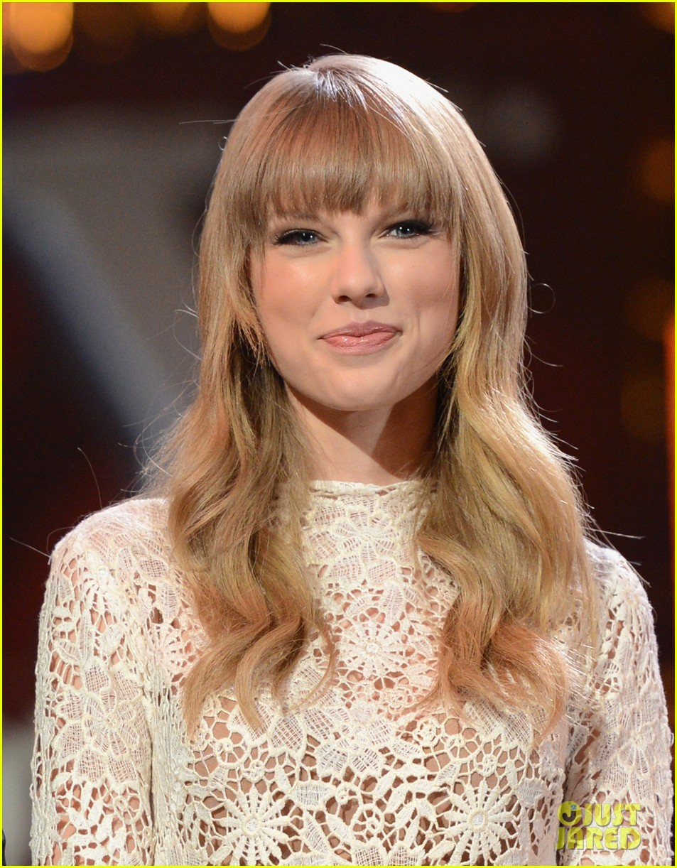 Taylor Swift In Vogue Magazine Australia November 2015: Celeb Diary: Taylor Swift @ 2013 Grammy Nominations Concert