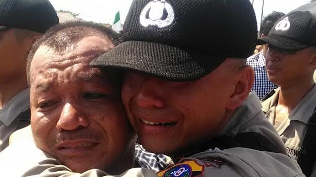 Bikin Haru, Anak Petani Lulus Polisi, Yosua Situmorang Peluk Erat Sang Ayah