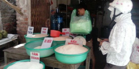 Việc kinh doanh gạo của tiểu thương sút giảm vì tin đồn