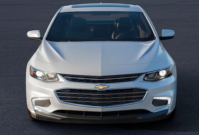 2016 Chevrolet Malibu white front end