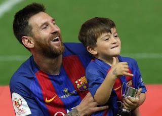 شاهد: نجل ميسي تياغو يقود صغار برشلونة لتحقيق فوز كبير