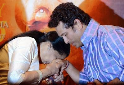 Sachin Tendulkar_with_Aashaji