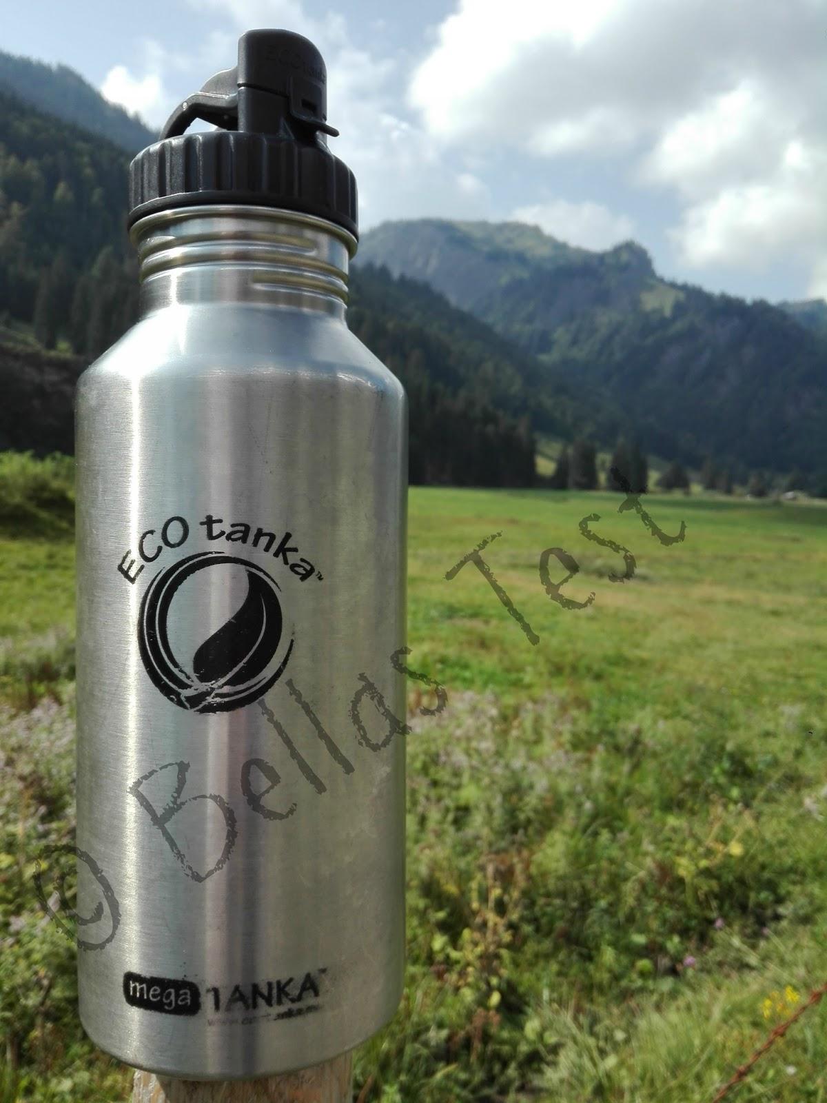 01828e65e75e54 Diese Edelstahl Trinkflasche fasst 2 l Inhalt. Genau die richtige  Trinkmenge für einen Ausflug.