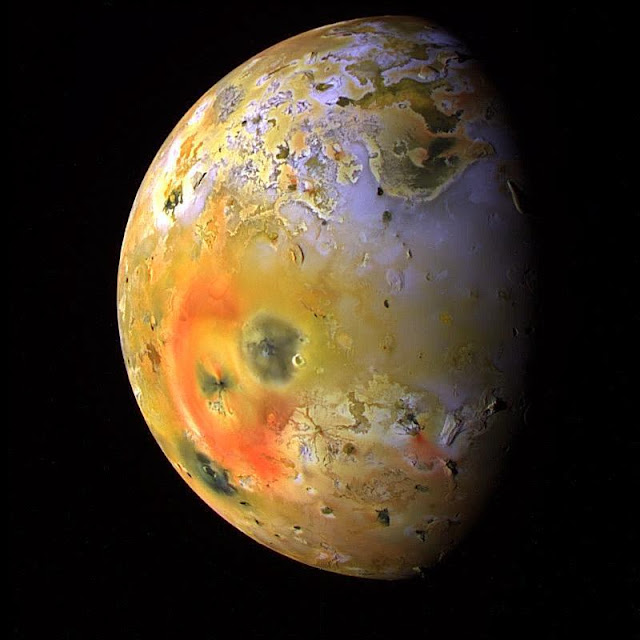 Waves of lava seen in Jupiter's moon Io's largest volcanic crater