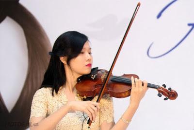 nữ chơi đàn violin