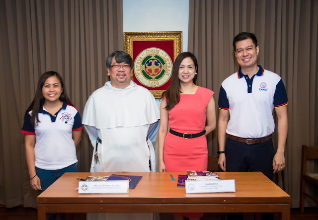 Letran-beep Contract Signing.  In Photo (L to R) : Jhennie Villar (Letran Quadricentennial Events Co-Chair), Rev. Fr. Lauro de Dios, O.P. (Letran Vice President for Financial Affairs), Sharon Fong (beep Business Development Head), Raymond Dolor (beep Business Development Manager)