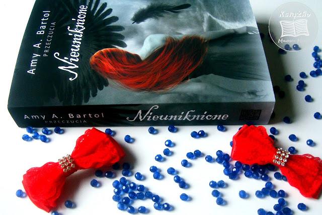 Nieuniknione, przeczucia, cykl przeczucia, wydawnictwo akurat, premiera, nieuniknione, ksiazka o aniołach, młodzieżowa, ksiżka młodzieżowa, ksiażka dla młodzieży, Amy a Bartol, książko, miłości moja, recenzja ksiażki, cytat z ksiazki NIeuniknione, przemiana, anioł, człowiek, anioł z człowiekiem,kręgi piekła, anielska miłość, anioły i demony, ludzie i anioły, miłość, przyjaźń, oddanie, wrogość