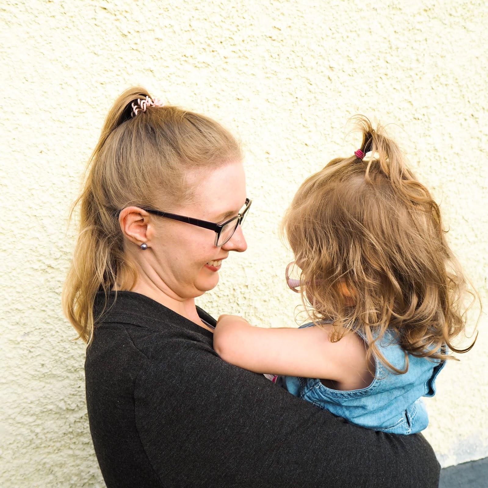 Saippuakuplia olohuoneessa blogi, Kuva Mikko Poikkilehto, lapsi, kaksivuotias, Perhe, Taapero, lapsen kehitys, Hanna Poikkilehto,