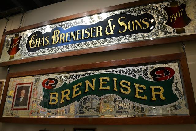Американські вивіски (American Sign Museum, Cincinnati, OH)