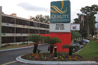 Quality Inn sign