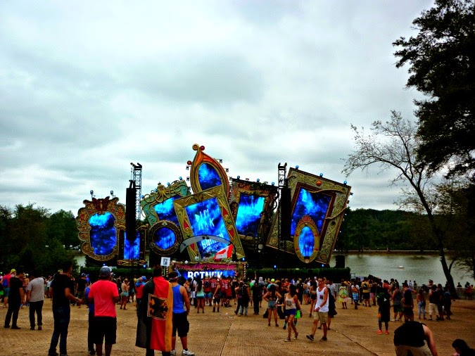 smash the house stage tomorroworld 2014