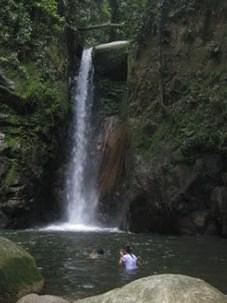 Amazing Keindahan Wisata Air Terjun Sarambu di Luwu Timur Sulawesi Selatan