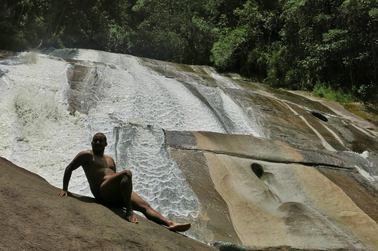 Cachoeira Santa Clara, na Vila de Maringá, em Visconde de Mauá.