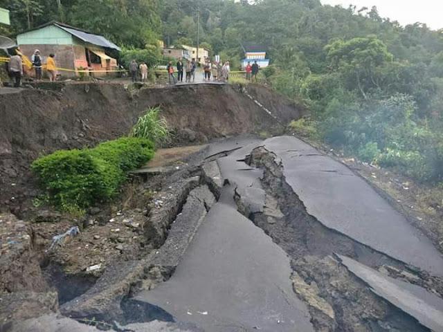 Jalan Tigaras Longsor, Mungkin Lepengan Bawah Danau Toba Bergeser?