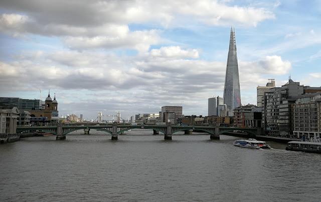 London - Blick von der Millennium Bridge Richtung Tower Bridge